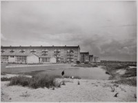 Burgemeester Eliasstraat, met zicht op Freek Oxstraat in Tuinstad Slotermeer. Jaren '50. Foto: Dienst der Publieke Werken.