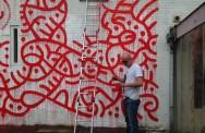 Kunstenaar aan het werk bij VLLA. Foto: Iwan Daniëls.