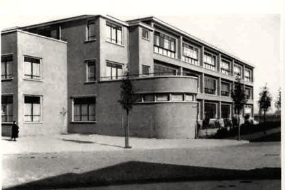 C. van Eesteren, woonwijk Molensloot, Den Haag; 1928. Gemeenteschool. Collectie EFL Stichting.