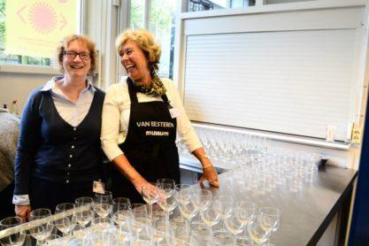Gastvrouwen Van Eesteren Museum. Foto: Victorien Koningsberger.