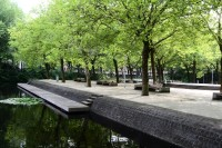 Ontmoetingseiland in het Gijsbrecht van Aemstelpark in Buitenveldert. Foto: Victorien Koningsberger.