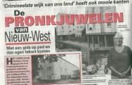 Van Eesteren Museumgids Karin Ruisch op pad door Nieuw-West met de Telegraaf; 05-08-2011.