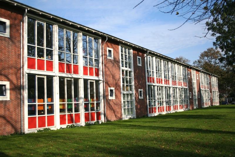 Een door de Dienst der Publieke Werken ontworpen H-School in Slotermeer. Foto: Erik Swierstra.