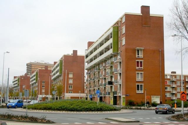 De door architect Herman Knijtijzer ontworpen flats aan de Jan Evertsenstraat in Overtoomse Veld. Foto: Erik Swierstra.
