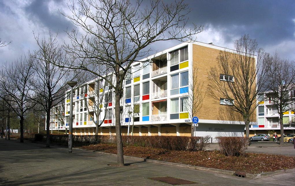 Warnersblokken aan de Fred. Roeskestraat in de Prinses Irenebuurt. Foto: Wikimedia.
