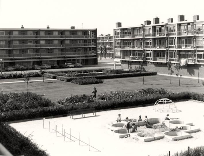 Door Aldo van Eyck ontworpen speelplaats in Buitenveldert.