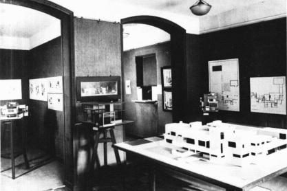 Interieur tentoonstelling 'Les Architectes du Groupe De Stijl', Galerie de l'Effort Moderne_