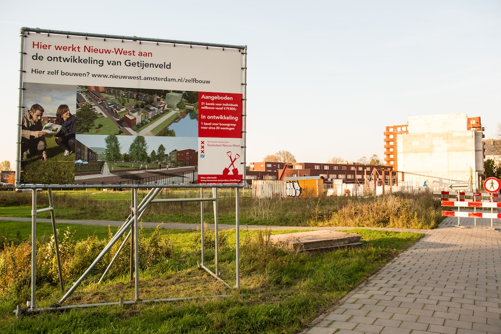 Zelfbouwkavels met rijtjeshuizen in Getijenveld / Geuzenveld. Foto: R. Rijntjes (uit Plan Amsterdam).