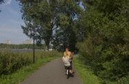 Sloterpark, met je meissie achterop. Foto: Cornelis van Vlijmen.