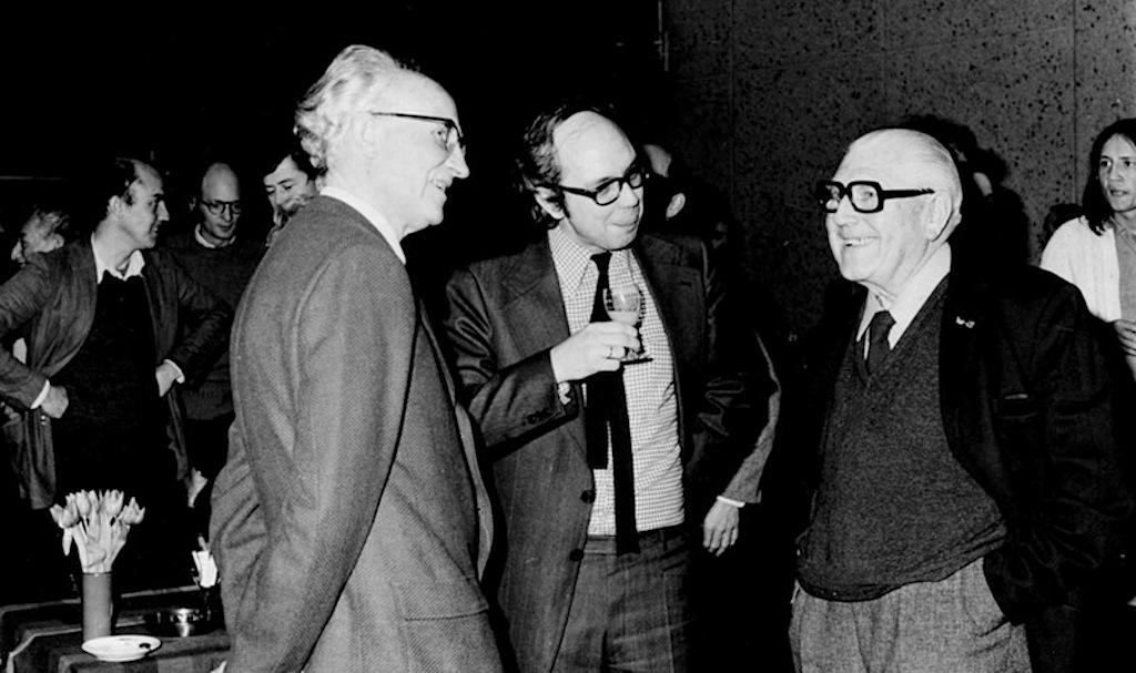 Max van den Berg en Cornelis van Eesteren op het afscheid van ir. Blaauw in 1976.
