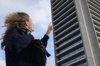 Kunst- en architectuurhistoricus Charlotte Thomas voor een goed gebouw