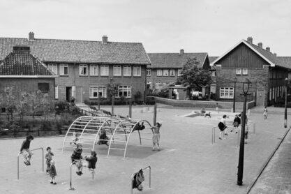 Speelplaats Aldo van Eyck - Texelplein Amsterdam-Noord, 1957 - Foto Stadsarchief Amsterdam