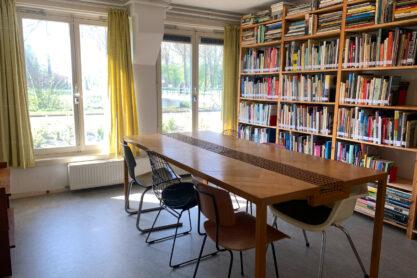 Van Eesteren Museumwoning, bibliotheek. Fotografie Rosa van Rumpt